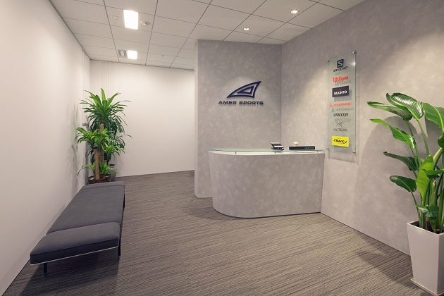 Amer Sports Japan, Inc./【Entrance area】The entrance area has a simple and sharp atmosphere.