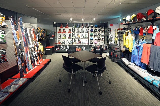 Amer Sports Japan, Inc./【Showroom area】The brand booth interior fittings enable the display of a variety of items.