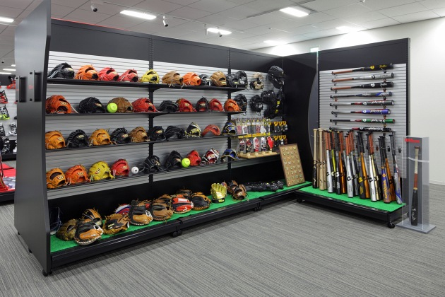 Amer Sports Japan, Inc./【Showroom area】Double- and single-sided display cases display baseball goods.