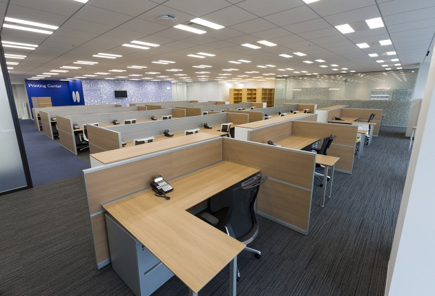 Group Holdings/【Manager desks】The window-side manager desks can flexibly handle layout changes.