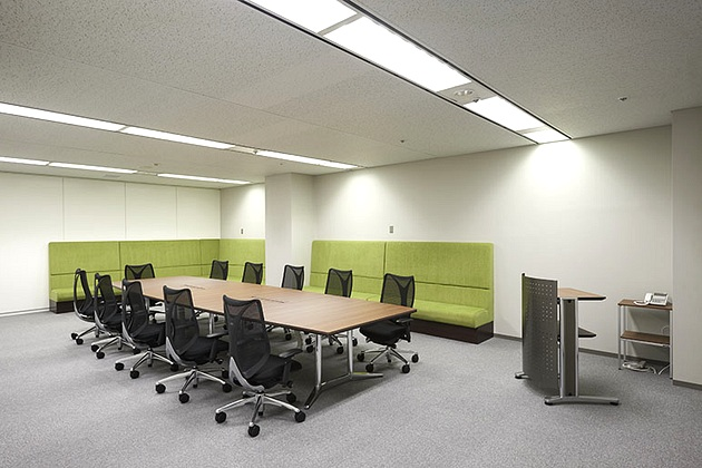 SGS Japan Inc./【Large conference room】There is sofa seating to accommodate meetings with a large number of participants.