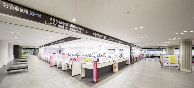 Nagahama/【Service counters (1F)】Low and high counter units installed as a set.