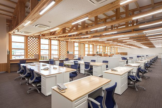 Town of Sumita in the Kesen District of Iwate Prefecture/【2F Desk work area】The desks use tops made with wood materials of the town.