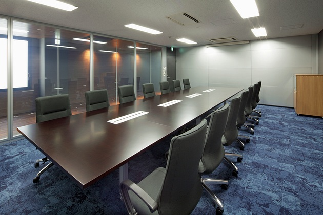 Twinbird Corporation/【Executive conference room】With the corporate blue as an accent color, the conference room was designed for the purpose of enhancing concentration ability.