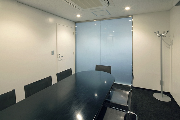 Mizorogi & Co., Ltd./【Reception room】The reception room is configured from a monotone base.