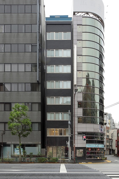 Mizorogi & Co., Ltd./【Building exterior (center)】The paint and windows of the building's exterior were also part of the renovation.