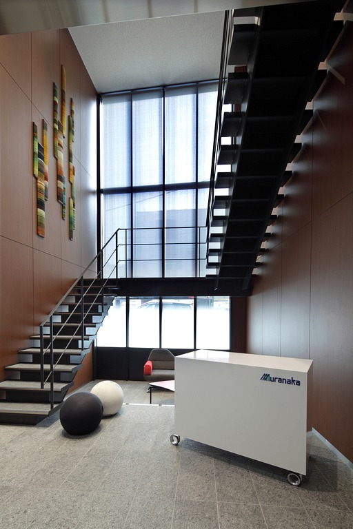 Muranaka Medical Instruments Co., Ltd./【Visitor entrance 1】The high ceiling and art combine to create a memorable entrance.