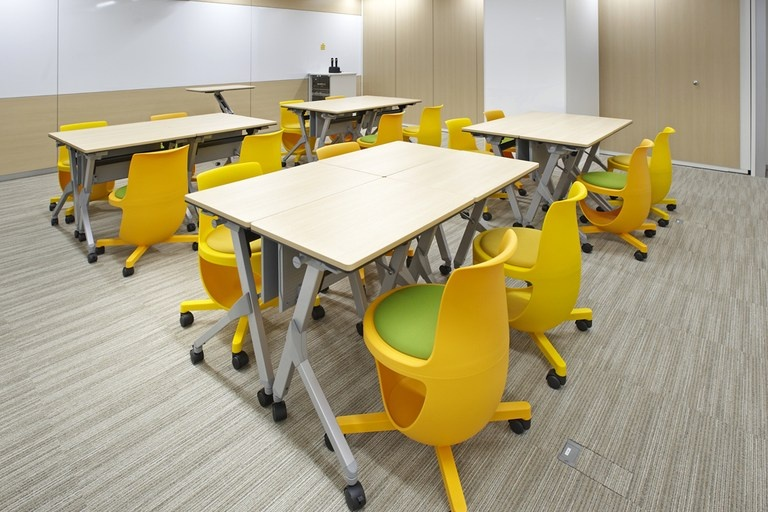 Taiyo Life Insurance Company/【Training room】Group-training style with four people per table.
