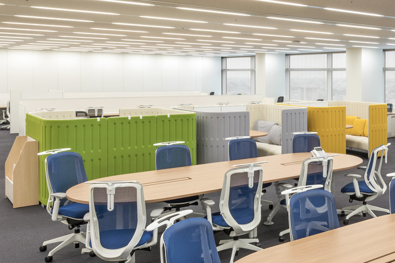 Origin Electric Co., Ltd./【Meeting space (Saitama-Shintoshin Head Office)】This meeting space also serves as a low-key partition between management and sales departments.