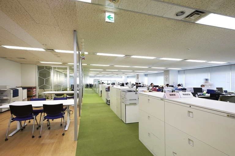 Japan Professional Football League/【Work space】Office space designed with a soccer field image.