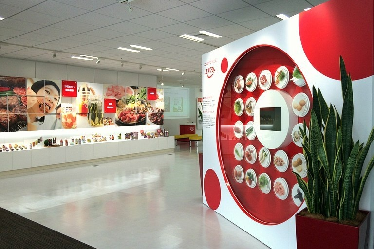 Ebara Foods Industry, Inc./【Showroom】This space presents Ebara brand information in displays of company history, products, etc.