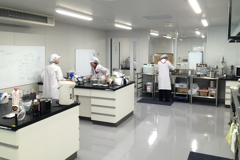 Ebara Foods Industry, Inc./【Technical center】An R&D site for commercial-use products. Enables a speedy response to customers.