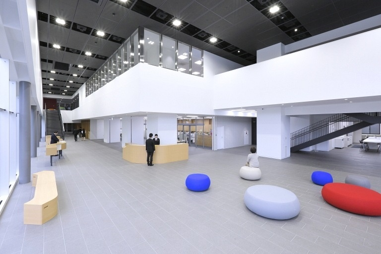 Sendai Oroshisho Center/【Oroshimachi Plaza (hall)】The atrium space promotes a variety of interaction and can be flexibly used as exhibition and event space.